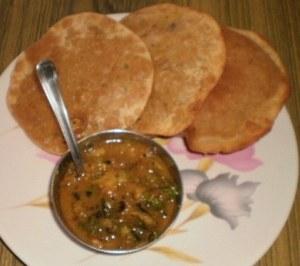 Pithiwali puri with sabzi