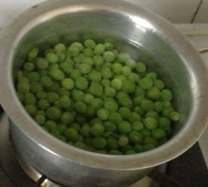 Boil the peas for 2-3 mins.